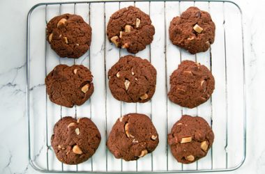'Milky'' Chocolate & Brazil Nut Cookies